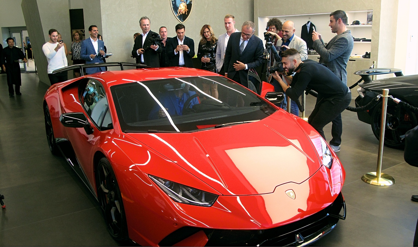 Toronto Lamborghini Store First In North America To Use New