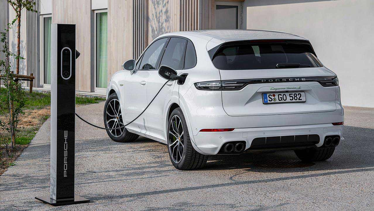 Porsche adds hybrid option to Cayenne Coupe for 2020