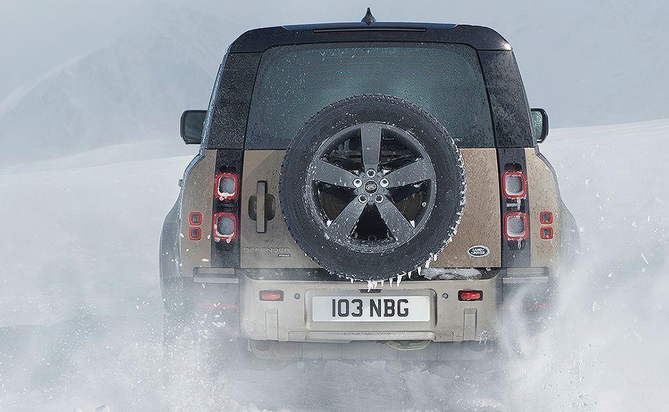 2020_lr_defender_rear_moving_snow_15.jpg