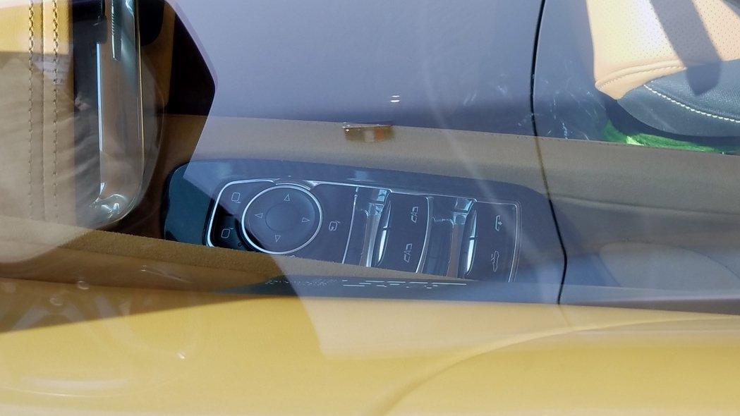 corvette-convertible-camo-interior-lock.jpg