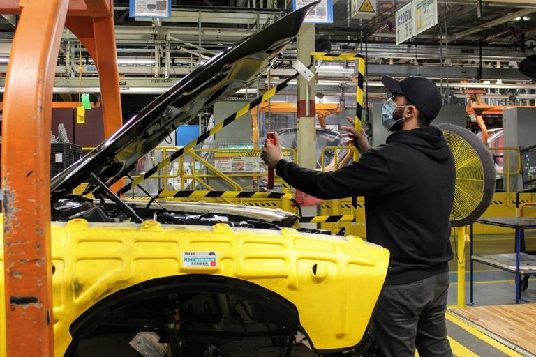 Ontario premier wants auto industry tested for COVID-19