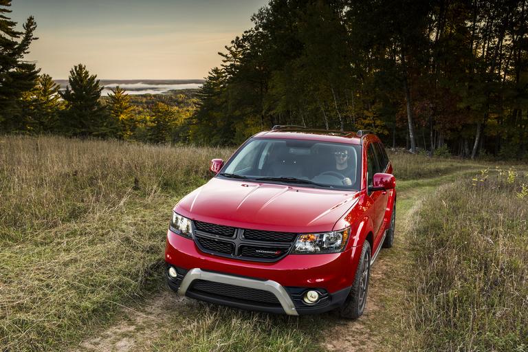 FCA Canada recalls 5,000 Dodge Journeys over substandard reflectors