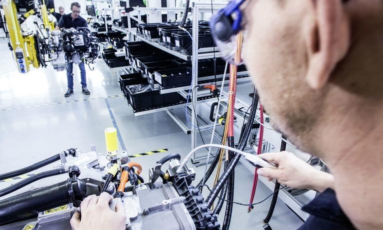 Daimeler fuel cell prod web_0.jpg