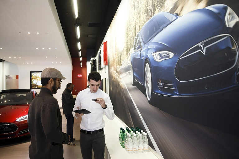 Tesla to drop stores for online sales only