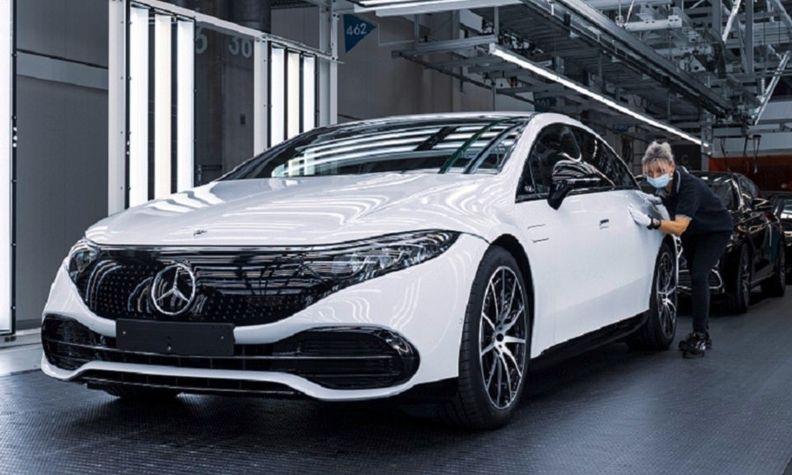Mercedes EQS production Sindelfingen web.jpg