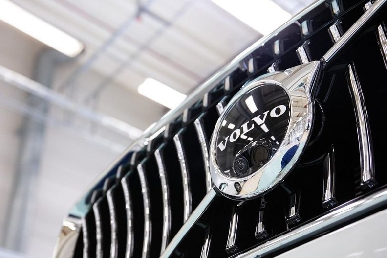 Volvo grille new web.jpg